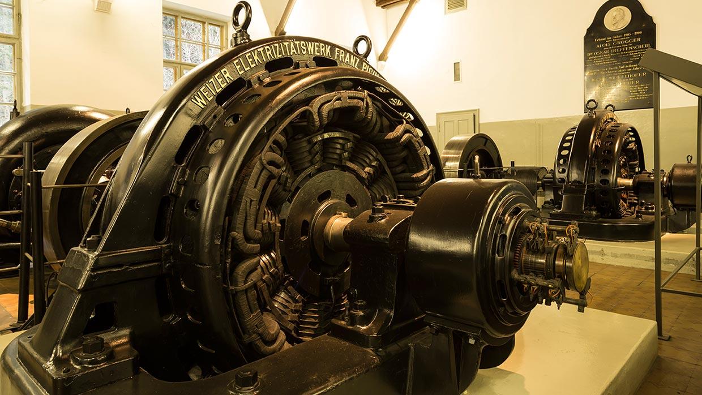 Foto von alten Generatoren im Schaukraftwerk Stubenbergklamm